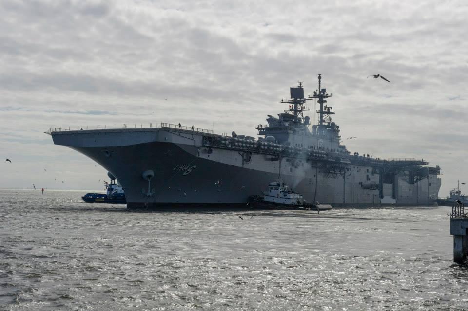 Универсальный десантный корабль LHA 6 America выходит в море на заводские ходовые испытания. Паскагула, 05.11.2013.