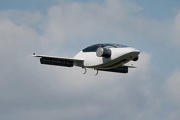 Прототип электрического самолета вертикального взлета и посадки Lilium Jet.