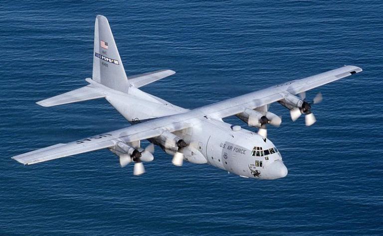 Самолет Lockheed C-130 Hercules.