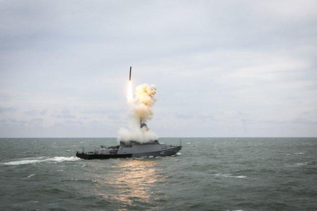 """Лучшими в мире ракетами """"Калибр"""" оснащены надводные корабли и подводные лодки Черноморского флота."""