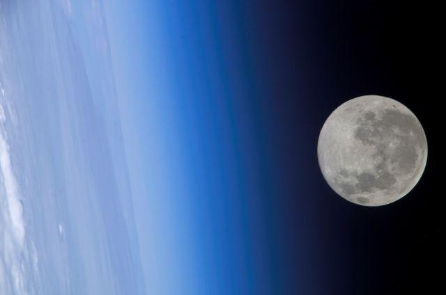Луна с борта МКС