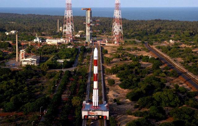 """Лунная миссия """"Чандраян-1"""" на стартовой площадке Космического центра имени Сатиша Дхавана на острове Шрихарикота, 2008 год"""