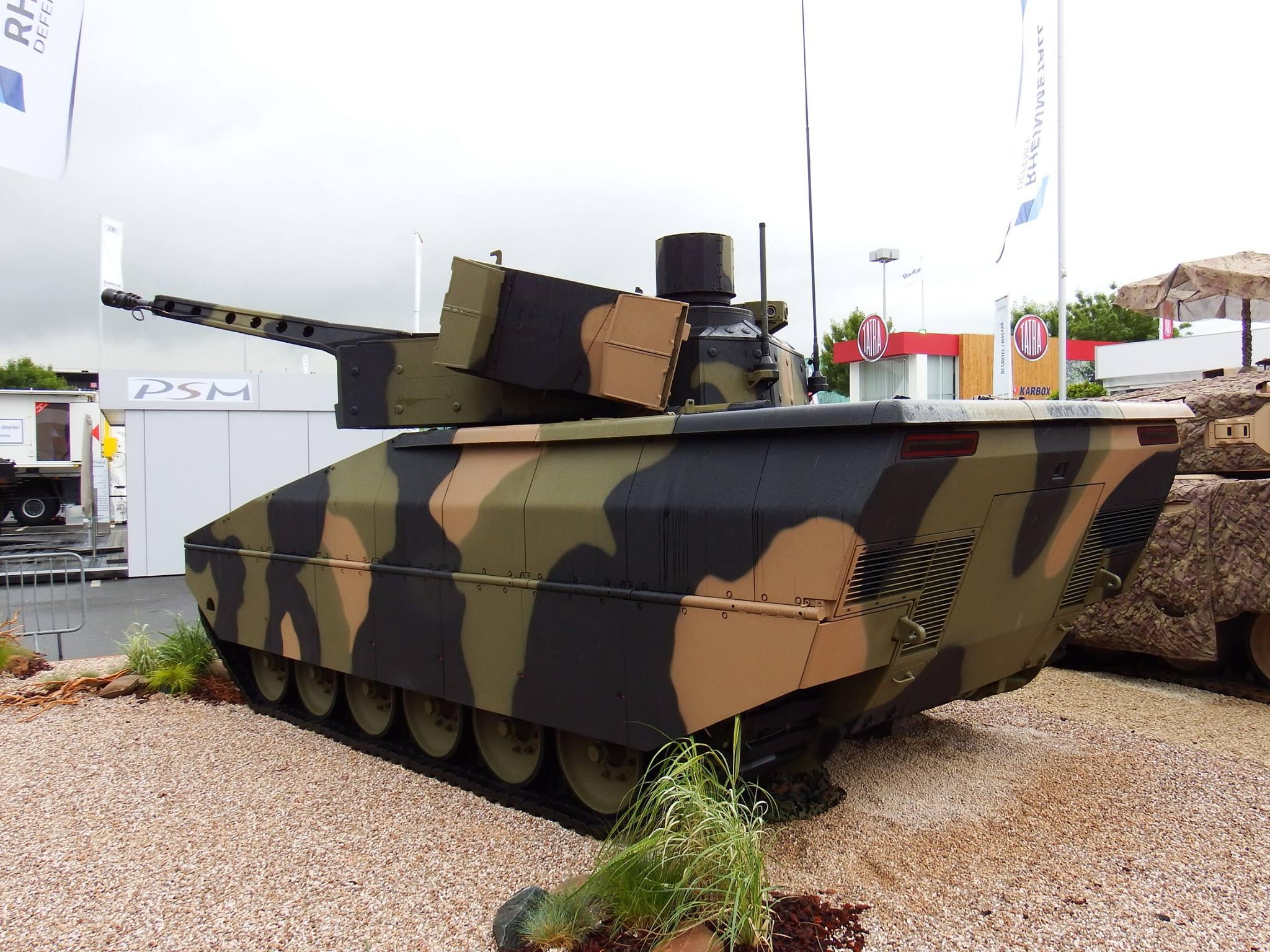 Представленный на выставке Eurosatory 2016 первый образец новой гусеничной боевой машины пехоты Rheinmetall Lynx в исполнении KF31.