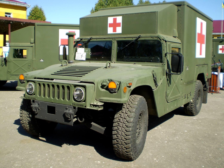 Один из пяти первых переданных министерству обороны Украины в порядке помощи из наличия вооруженных сил США американских санитарных автомобилей М1152 HMMWV с медицинским кунгом-модулем Burtek В4731. Яворов (Львовская область), 27.08.2016.