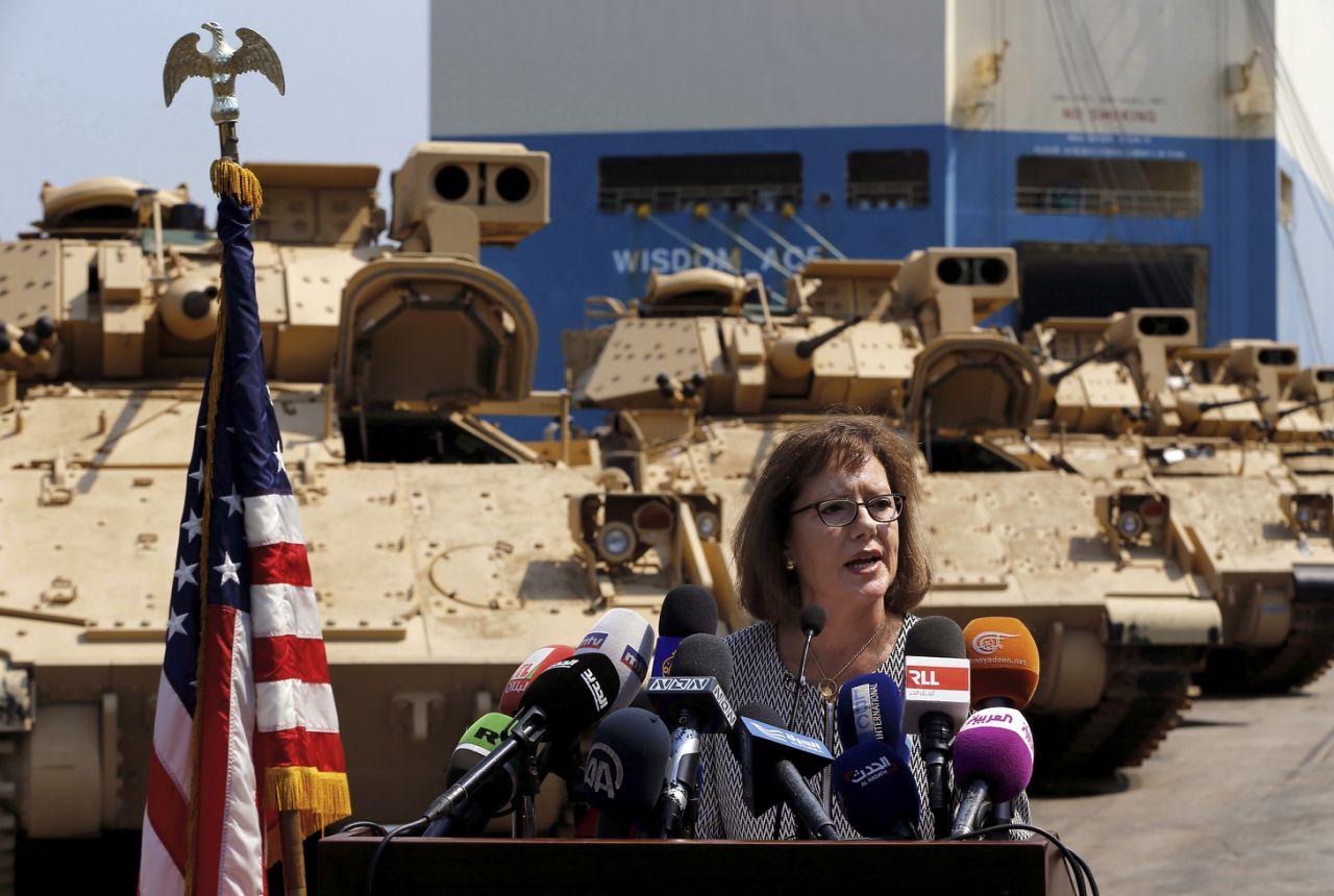 Церемония передачи первых восьми боевых машин пехоты M2А2 Bradley армии Ливана в порядке американской военной помощи, с участием посла США в Ливане Элизабет Ричард. Бейрут, 14.08.2017.