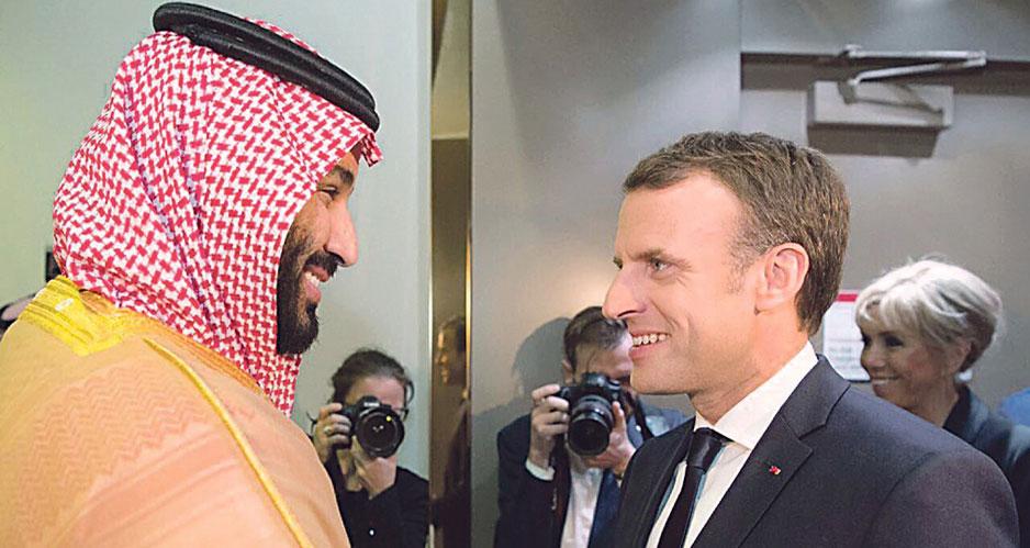 Президента Франции Макрона в аэропорту встречал наследный принц Мухаммад бен Салман.