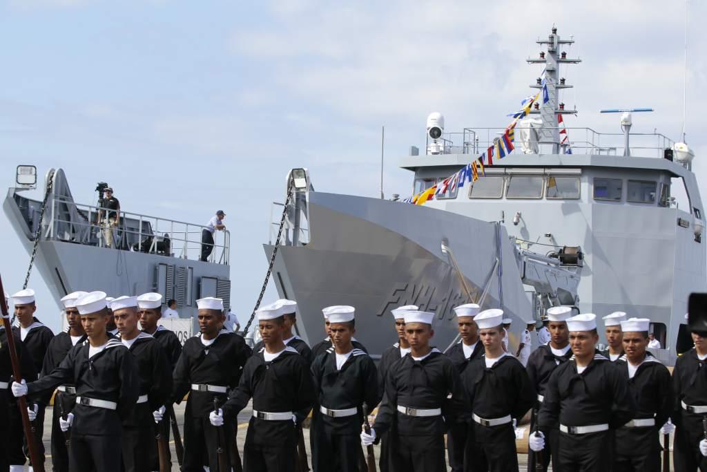 Церемония ввода в состав ВМС Гондураса построенного колумбийской судостроительной компанией COTECMAR малого десантного корабля FNH-1611 Gracias a Dios проекта BAL-C. Пуэрто-Кортес (Гондурас), 04.11.2017.