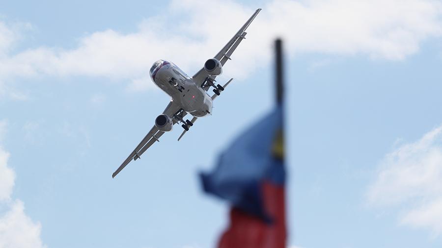 Создаваемая дальневосточная авиакомпания до 2024г должна приобрести до 60 самолетов SSJ-100 и 16 МС-21 - вице-премьер Борисов