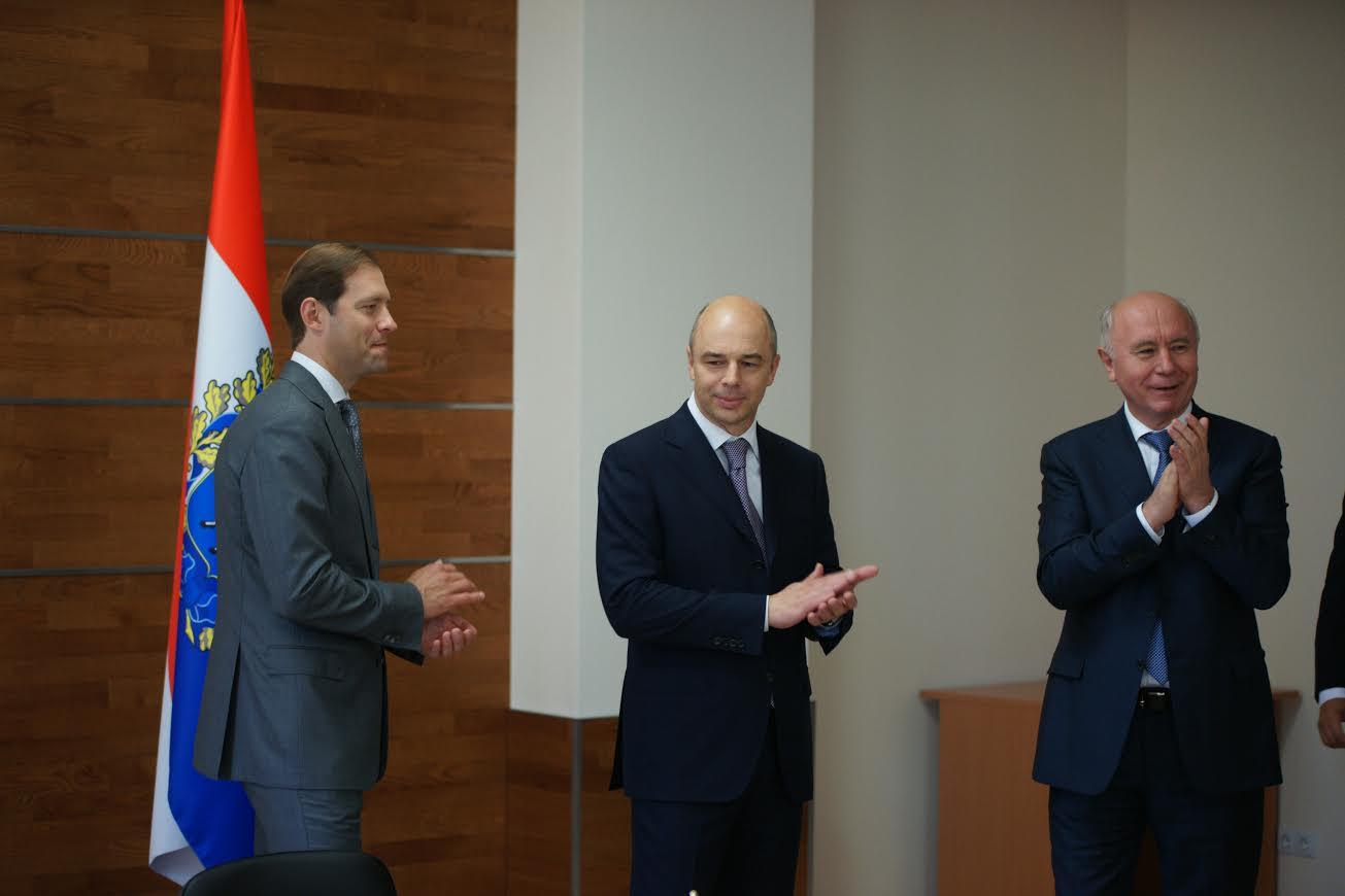 Министр промышленности и торговли Денис Мантуров, министр финансов Антон Силуанов и генеральный директор Ростех Сергей Чемезов.