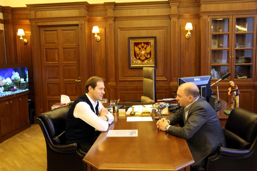Министр промышленности и торговли Российской Федерации Д.В. Мантуров дает интервью директору Центра АСТ Р. Пухову.