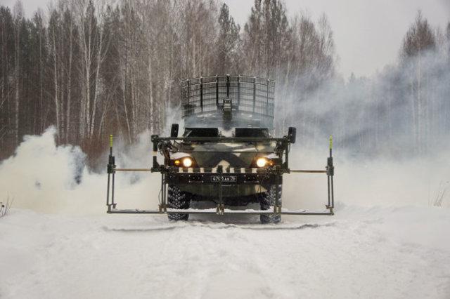"""Машина разминирования """"Листва"""" способна обнаружить мины и фугасы на расстоянии до 100 метров."""