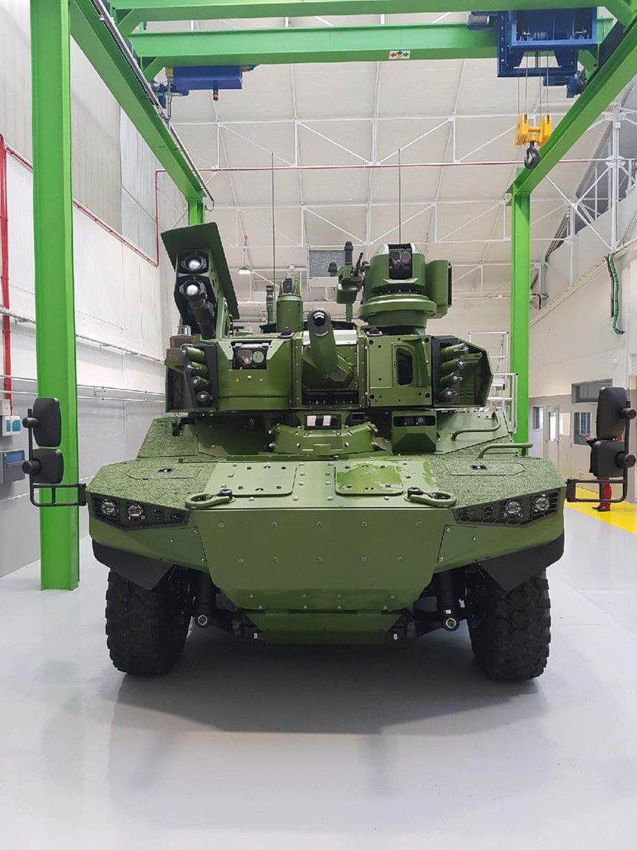 """Первый прототип перспективной французской """"разведывательно-боевой"""" бронированной машины EBRC Jaguar."""