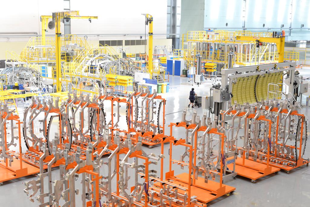 Поточная линия сборки агрегатов для перспективного пассажирского самолета МС-21, переданная германской компанией ThyssenKrupp System Engineering GmbH  ульяновскому самолетостроительному предприятию АО «Авиастар-СП».