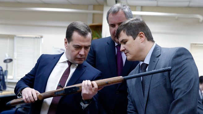 Дмитрий Медведев с Дмитрием Рогозиным и Алексеем Сорокиным