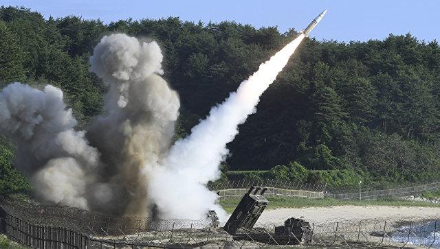 Запуск тактической ракеты армии США MGM-140 во время совместных военных учений между США и Южной Кореей. 5 июля 2017.