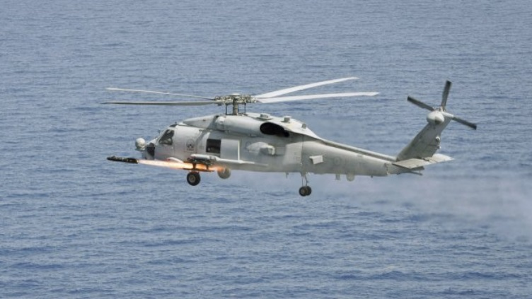 Огневое испытание тактической УР AGM-114 Hellfire класса «воздух-поверхность» с борта морского вертолета MH-60R Seahawk.