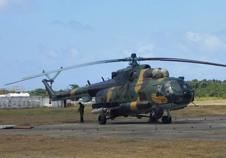 """Вертолет Ми-17 (бортовой номер """"121"""") Революционных ВВС и ПВО Кубы. Плайя-Баракоа (Гавана), май 2010 года."""