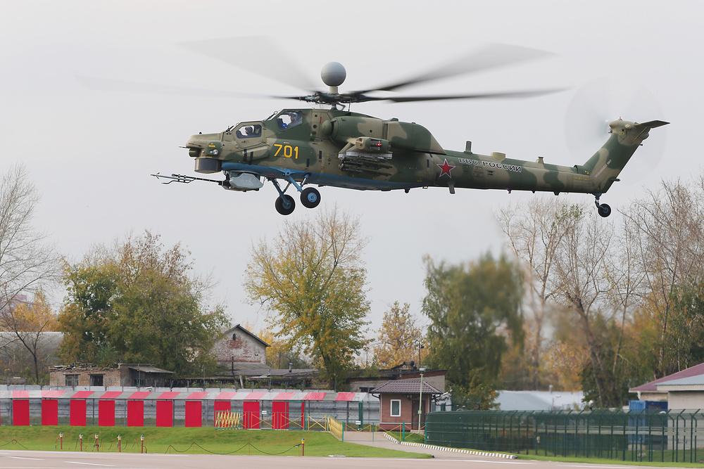"""Первый опытный образец ОП-1 модернизированного боевого вертолета Ми-28НМ (бортовой номер """"701 желтый"""") в первом полете. Томилино, 12.10.2016."""