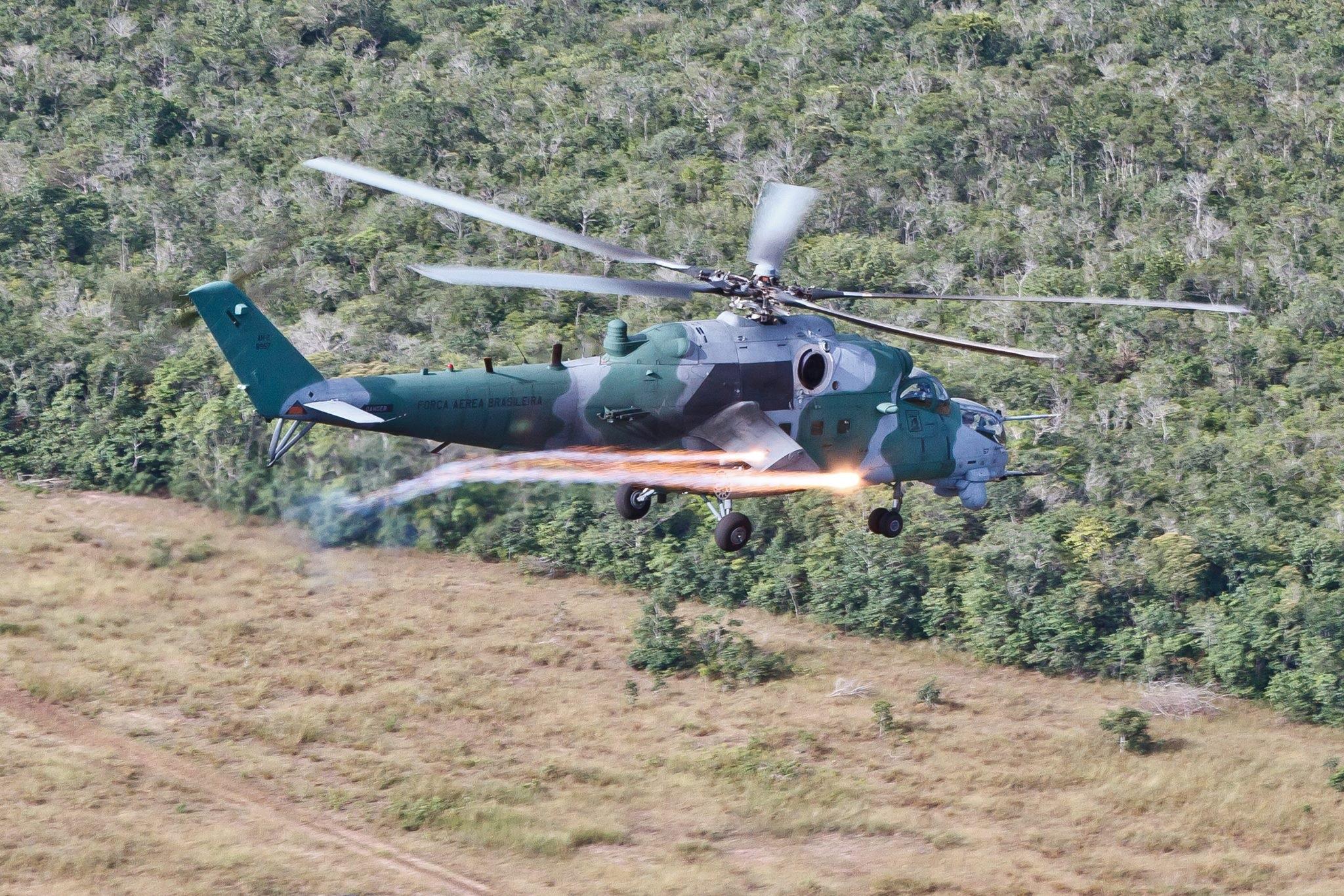 """Боевой вертолет Ми-35М (AH-2 Sabre, бортовой номер """"8957"""") из состава 2-й эскадрильи 'Poti' 8-й авиационной группы ВВС Бразилии. 2016 год."""