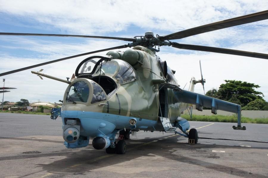 Боевой вертолет Ми-35П ВВС Сенегала, оснащенный оптико-электронной / инфракрасной камерой высокого разрешения производства компании Controp Precision Technologies, 2016 год.