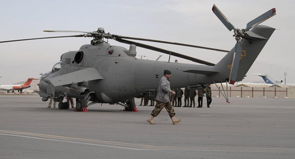 """Один из четырех полученных Афганистаном из состава ВВС Индии боевых вертолетов Ми-25 (Ми-24Д) (бортовой номер """"119"""") в Кабульском аэропорту, 25.12.2015."""