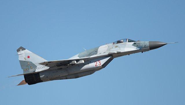 Самолет МиГ-29 на авиационном шоу в Ахтубинске, посвященном 95-летию лётно-испытательного центра министерства обороны РФ.