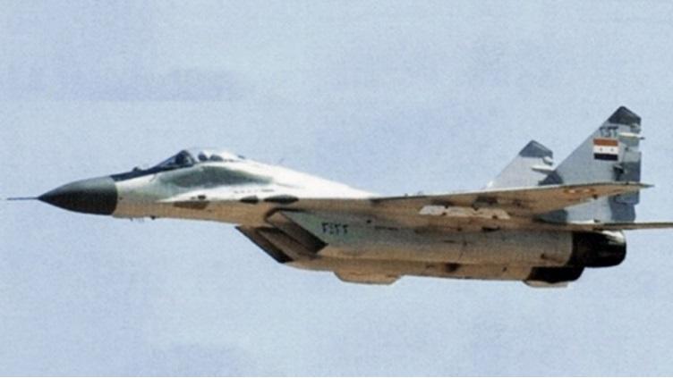 Истребитель МиГ-29 ВВС Сирии, оснащенный пусковыми пилонами АКУ-170Э