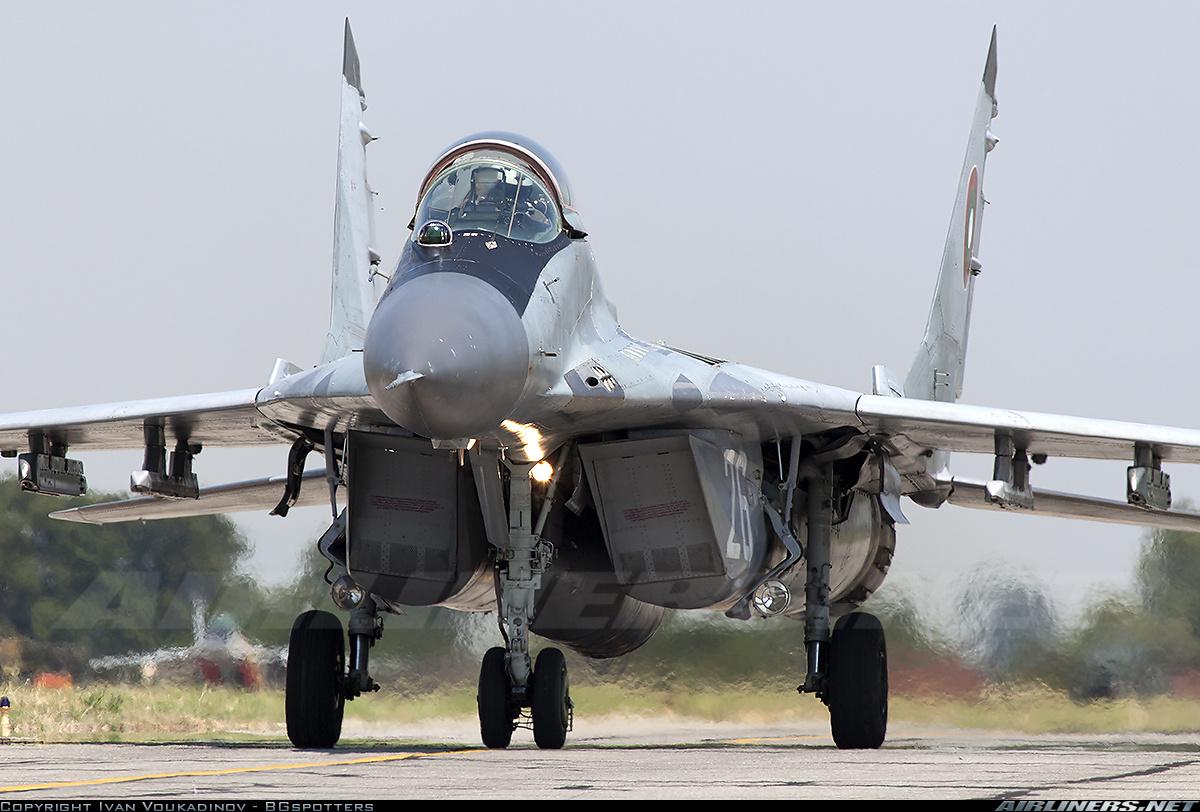 """Истребитель МиГ-29 (9-12Б) ВВС Болгарии (бортовой номер """"26"""", заводской номер 2960532382/4314), 22.07.2015"""
