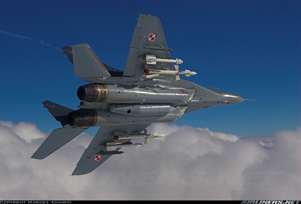 """Редкий снимок истребителя МиГ-29 ВВС Польши (бортовой номер """"115"""", заводской номер 2960535115/4503) с подвешенными управляемыми ракетами семейства Р-27 (в данном случае Р-27Р). Снимок 11.08.2015"""