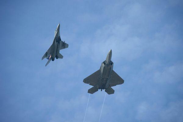 MиГ-29N и F-22