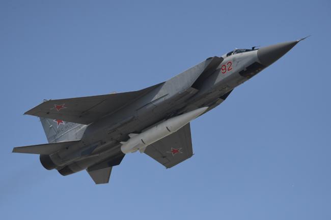 """МиГ-31 с комплексом """"Кинжал""""."""