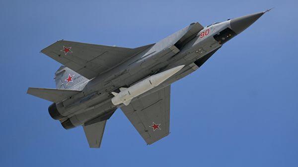 """МиГ-31 с гиперзвуковой ракетой """"Кинжал"""""""