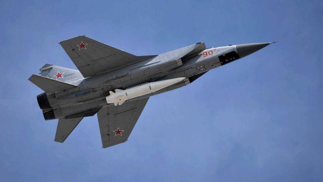 """МиГ-31 с ракетой """"Кинжал"""""""