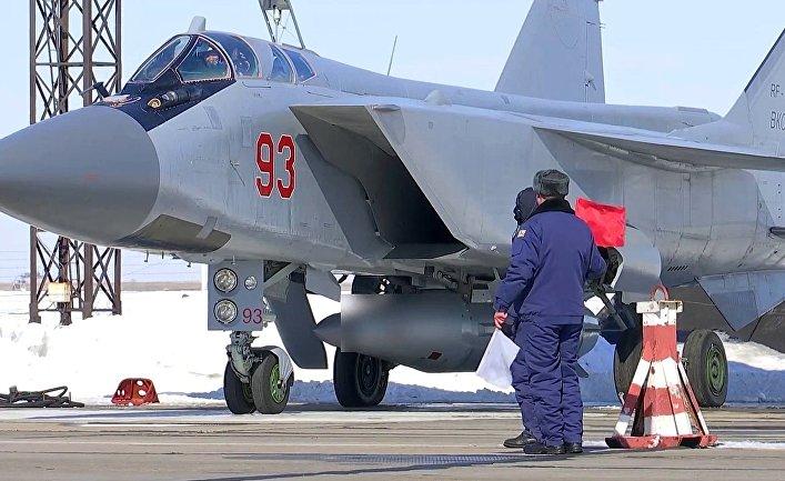"""МиГ-31 ВКС провел учебный пуск гиперзвуковой ракеты """"Кинжал""""."""