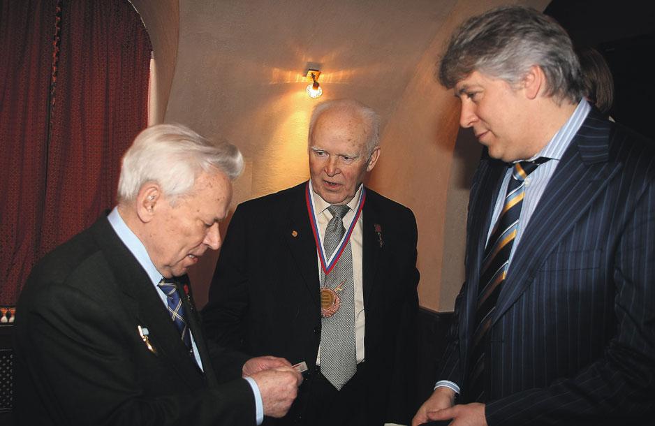 Михаила Калашникова и Василия Грязева связывала крепкая дружба.