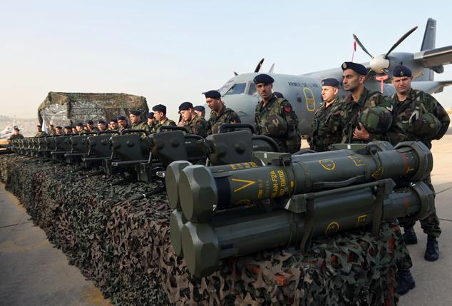 Первая партия французского вооружения, поставленного вооруженным силам Ливана в счет саудовского финансирования по соглашению 2014 года - противотанковые ракетные комплексы MBDA MILAN-2 - во время церемонии передачи ливанской стороне в аэропорту Бейрута. 03.04.2015.
