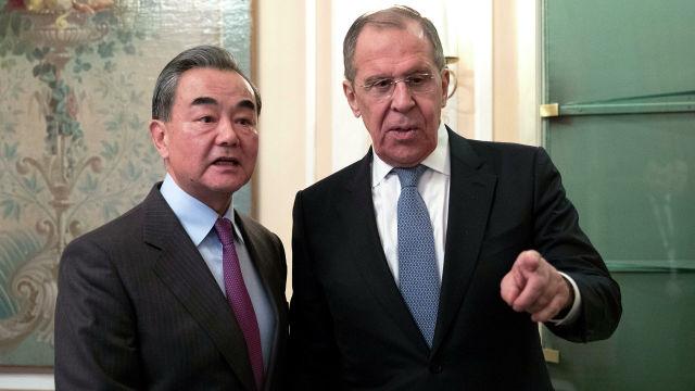 Министр иностранных дел РФ Сергей Лавров и министр иностранных дел Китая Ван И