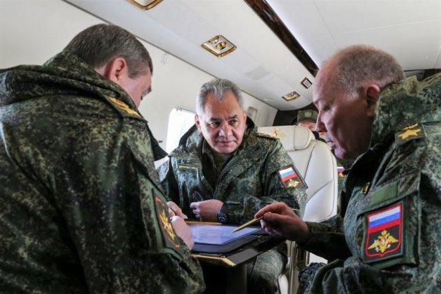 Министр обороны РФ Сергей Шойгу лично проинспектировал проходившие в Крыму военные учения.