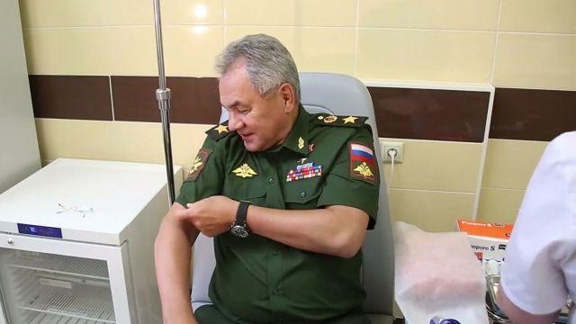 Министр обороны РФ Сергей Шойгу сделал прививку от CoViD-19. Стоп-кадр видео