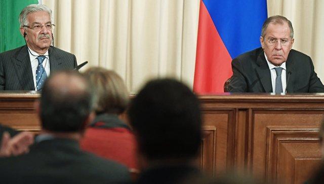 Министр иностранных дел Пакистана Хавадж Мухаммад Асиф и министр иностранных дел России Сергей Лавров на пресс-конференции после встречи в Москве. 20 февраля 2018.