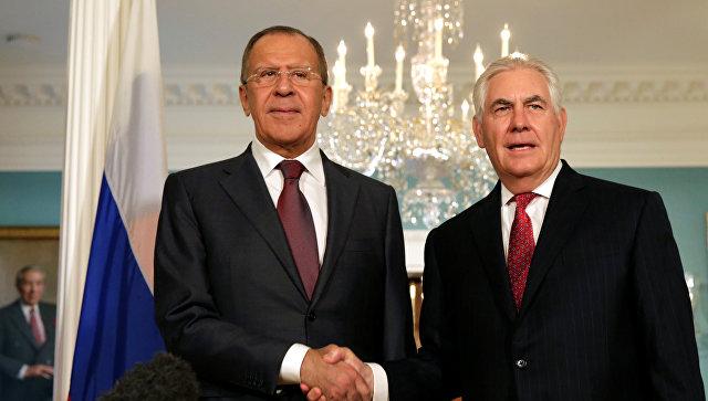 Министр иностранных дел РФ Сергей Лавров и Государственный секретарь США Рекс Тиллерсон во время встречи в Вашингтоне. Архивное фото.