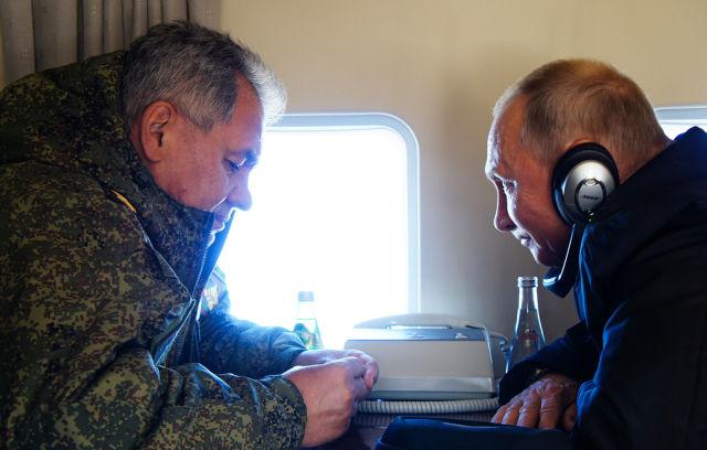 Министр обороны РФ Сергей Шойгу и президент РФ Владимир Путин