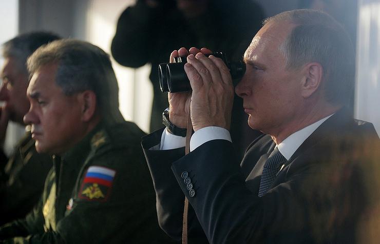 Министр обороны РФ Сергей Шойгу и президент РФ Владимир Путин.