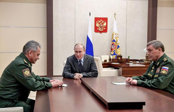Министр обороны РФ Сергей Шойгу, президент РФ Владимир Путин и начальник Генерального штаба Вооруженных сил РФ Валерий Герасимов