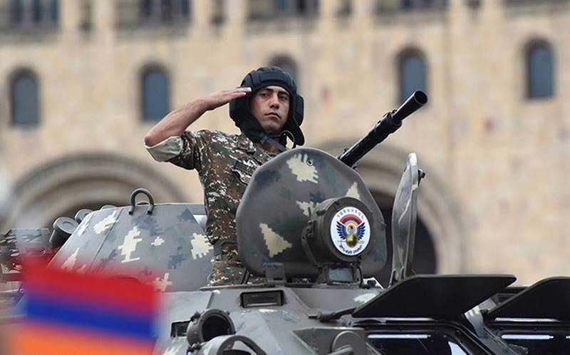 Военнослужащий ВС Армении.