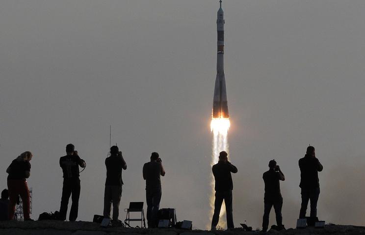 Запуск ракеты-носителя «Союз-ФГ» с первым пилотируемым кораблем «Союз МС» на Байконуре.