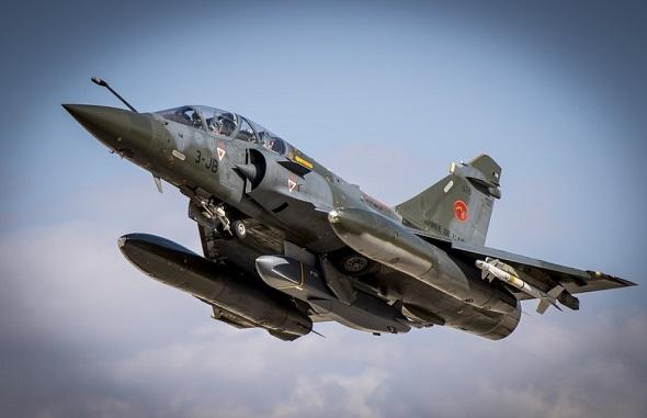 Истребитель Dassault Mirage 2000D ВВС Франции с крылатой ракетой MBDA SCALP EG.