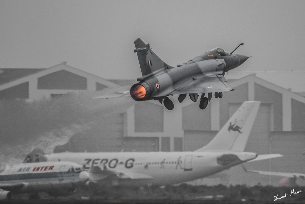 Модернизированный во Франции истребитель Mirage-2000H ВВС Индии.