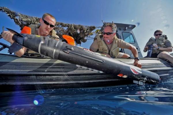 Испытание боевого робота ВМС США MK 18 MOD 2 Swordfish в Оманском заливе, 4 ноября 2014 года.