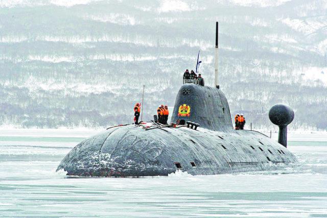 """Многоцелевая атомная подводная лодка К-419 """"Кузбасс"""" в Бухте Крашенинникова. Мощная и малошумная лодка проекта 671РТМК """"Щука"""", по кодификации НАТО - """"Akula-II"""". Половина экипажа - офицеры. За 26 лет в строю многократно отличилась. Особо памятны боевые слу"""